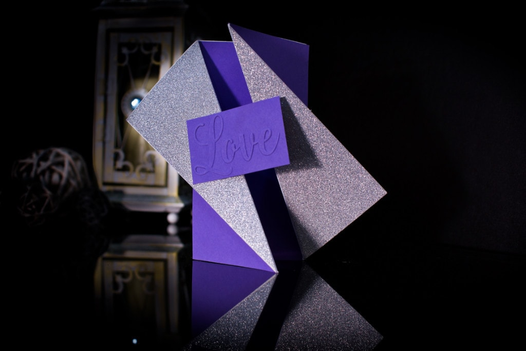 invitatie mov cu argintiu twist gate fold- invitatii nunta personalizate-grand-media.ro