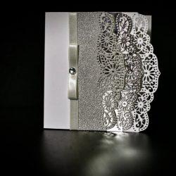 invitatie nunta margini dantelate silver - invitatii nunta personalizate-grand-media.ro