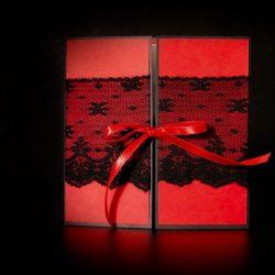 invitatie nunta, rosu si negru cu dantela neagra- invitatii nunta personalizate-grand-media.ro
